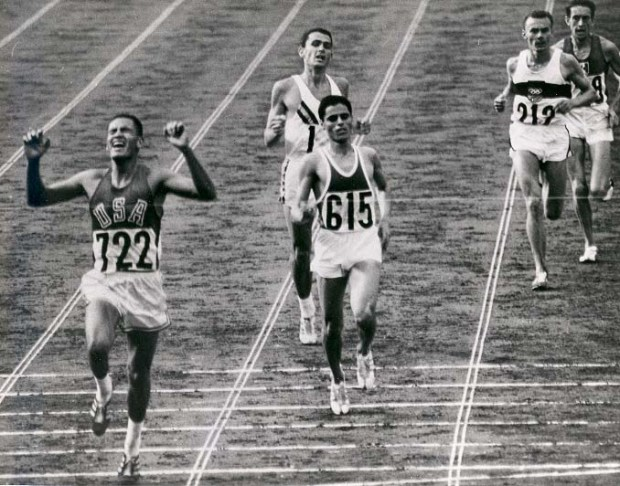 billymills_crossing_finish_line_1964olympics